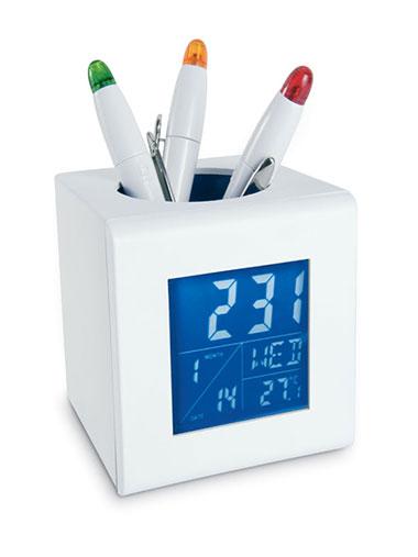 Porte-stylo contenant un écran bleu qui affiche l'heure et les détails de météo